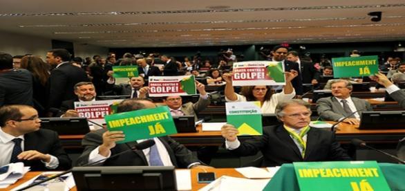 Parlamentares entram em debate na Câmara
