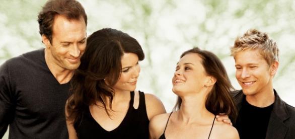 v.li. Luke (Scott Patterson), Lorelai (Lauren Graham), Rory (Alexis Bledel) und Logan (Matt Czuchry)