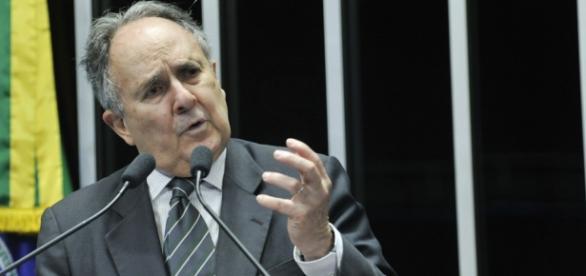 Cristovam Buarque no plenário do Senado