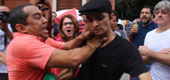 Grupos pró e contra Dilma saem no tapa