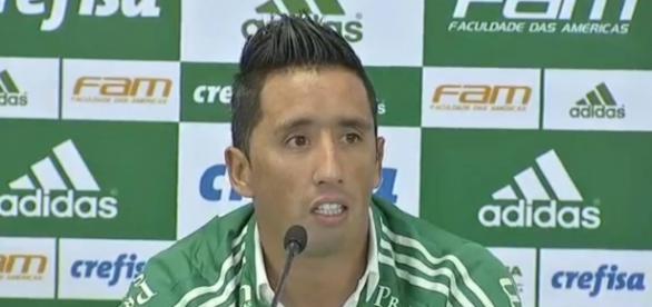 Lucas Barrios não emplacou no Palmeiras