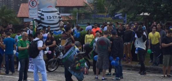 Manifestantes fazem ato de apoio a Bolsonaro