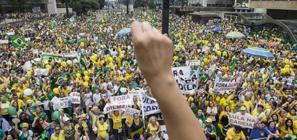 Protestos pró e contra Dilma marcam o 1º de Maio