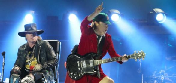 """Axl Rose e seu novo patrão, Angus Young, """"dono"""" do AC/DC"""