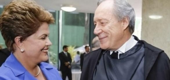 Dilma com Ministro do Supremo - Imagem: Google