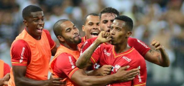 Tchê Tchê comemora gol contra o Corinthians pelo Paulistão 2016