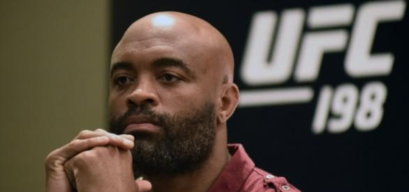 Anderson Silva em coletiva de divulgação do UFC 198