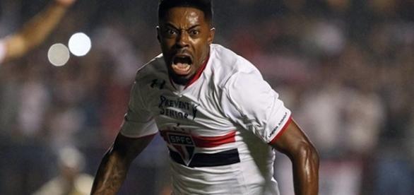 Autor do gol contra o Atlético-MG na Libertadores, Michel Bastos, do São Paulo, deve ficar fora da estreia no Brasileirão.