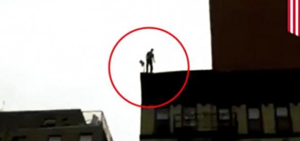 Homem quis mostrar ao mundo que a gravidade não existe e acabou se dando mal