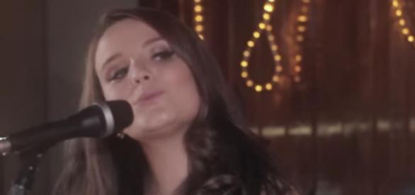 Larissa Manoela e João Guilherme gravam vídeo juntos
