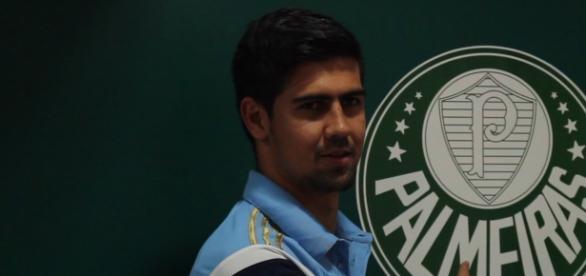 Leandro Almeida é apresentado no Centro de Treinamento do Palmeiras, mas deve deixar o clube