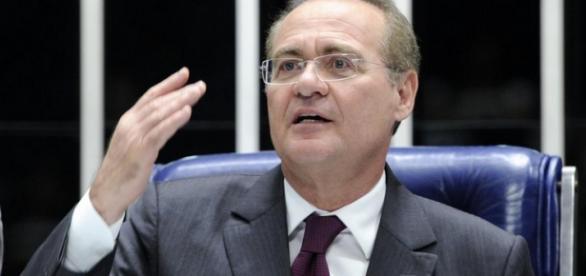 Renan Calheiros preside a sessão de votação do impeachment no Senado