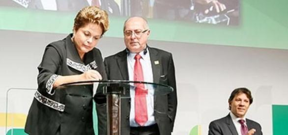 Dilma Rousseff assina decretos - Imagem de 2014