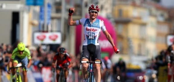 El belga Tim Wellens se impuso en solitario en la sexta etapa del Giro en el alto de Roccaraso