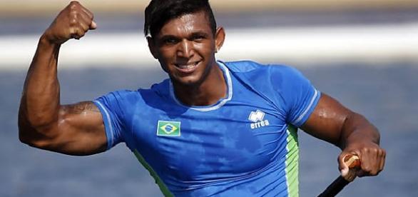 Isaquias Queiroz é favorito ao pódio na prova de canoagem no Rio 2016.