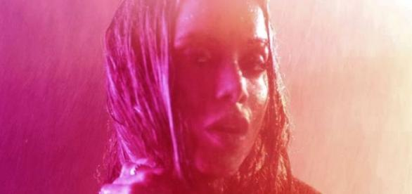Anitta lança novo clipe na calada da noite