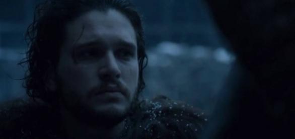 Jon Snow em cena em observa os traidores da Patrulha antes de executá-los.