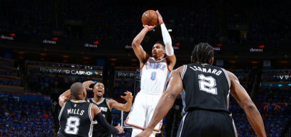 Oklahoma City Thunder chega à final do Oeste