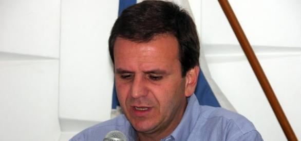Para prefeito carioca, fusão de pastas foi erro.