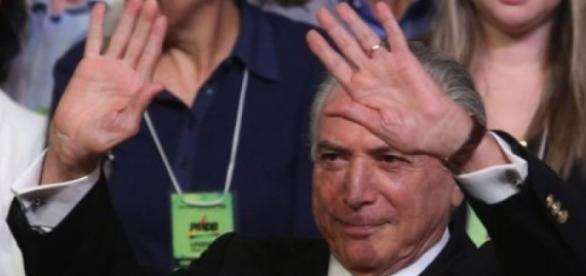 Pollíticos do PMDB querem retirar das redes socias críticas direcionadas a políticos