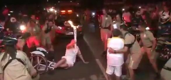 Atleta que caiu da cadeira de rodas foi acusado de ser falso deficiente
