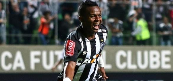 Cazares fez um bonito gol que deu a vitória ao Atlético-MG.