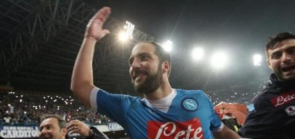 Higuaín, 'cappocanoniere' y récord de goles en Italia