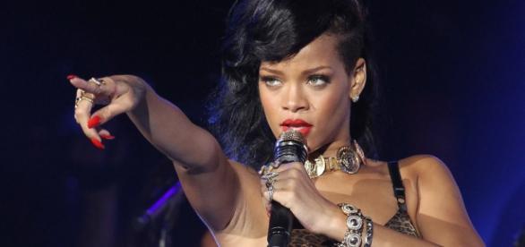 Rihanna oferece bolsas de estudo para brasileiros