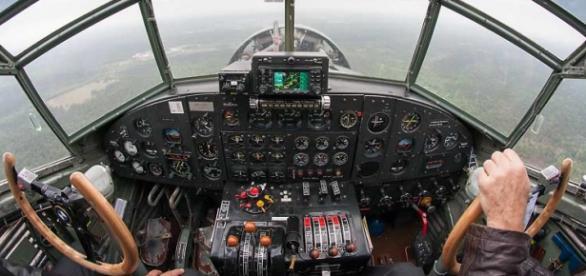 Survol de l'Essonne à bord du poste de pilotage du Junkers JU-52