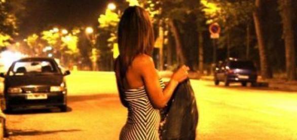 Tinere, majore și minore, erau trimise în Italia pentru prostituție