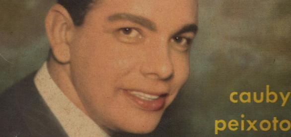 Cauby Peixoto na capa de um de seus discos, Ninguém é de Ninguém,