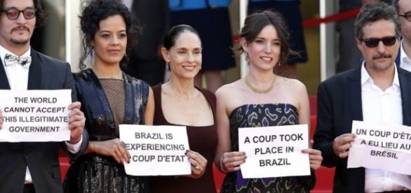 Artistas dizem em Cannes que há golpe no Brasil