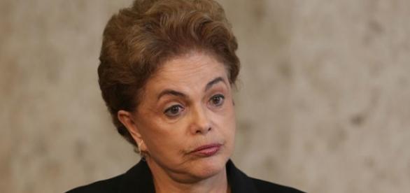 Dilma Rousseff teria jato e helicóptero presidencial, além de outras regalias pagas com dinheiro público.