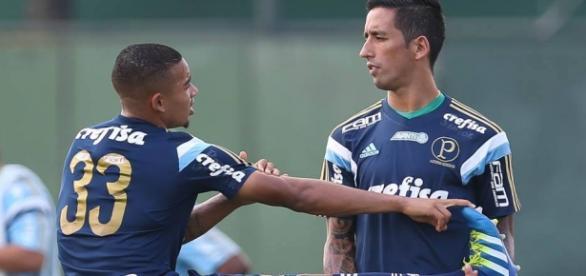 Gabriel Jesus e Barrios treinam em conjunto na Academia de Futebol.