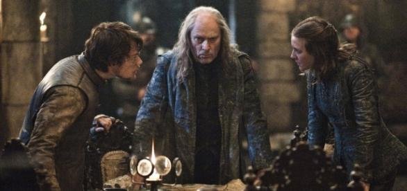 Theon, Balon e Iara Greyjoy em cena.