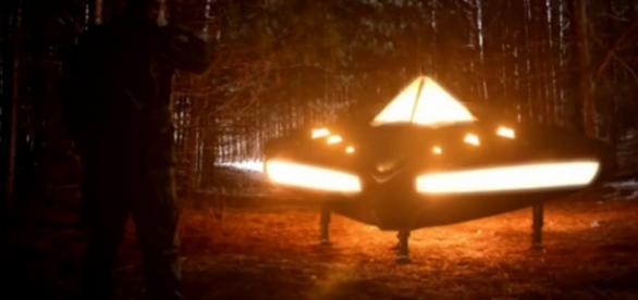 Nave alienígena teria pousado em base militar. YouTube
