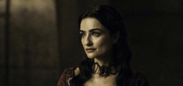 A sacerdotisa acredita que Daenerys é Azor Ahai (Foto: HBO)