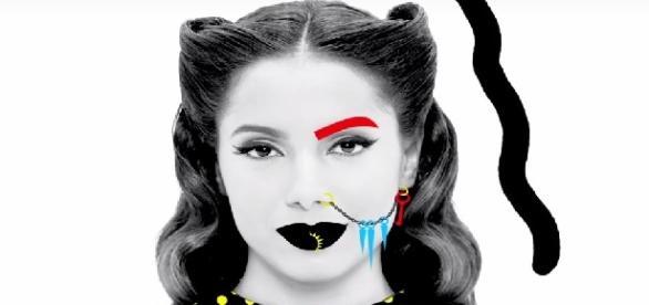 Anitta no videoclipe da canção Bang