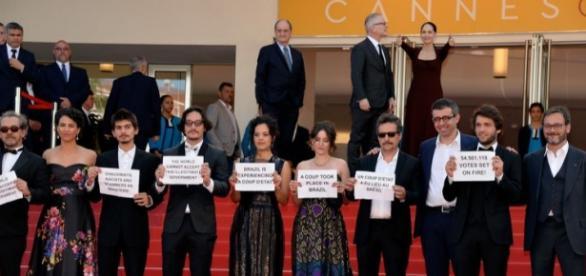 Artistas brasileiros que protestaram, faturaram quase R$ 3 milhões