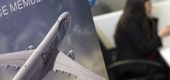 Aviação da EgyptAir cai no mar Mediterrâneo e ninguém sabe o seu paradeiro.