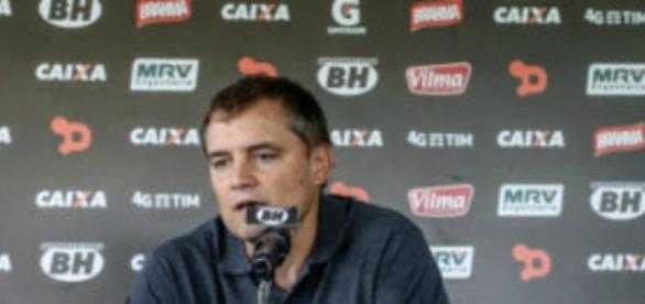Diego Aguirre anuncia sua decisão de deixar o Atlético MG