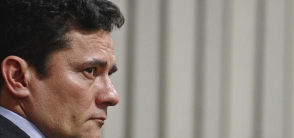 Juiz federal Sérgio Moro deixa 'no ar' que existe um chefe no comando das propinas.