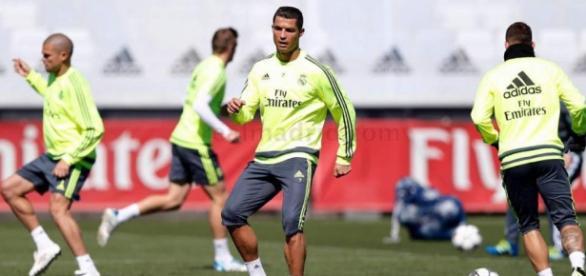 Cristiano Ronaldo disputando el entrenamiento en Valdebebas
