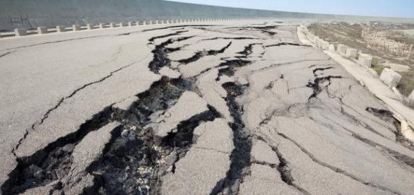 Grietas provocadas por meteorización o movimientos sísmicos