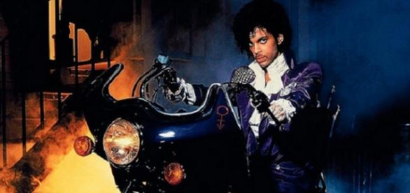 Prince jacket to be auctioned off in America