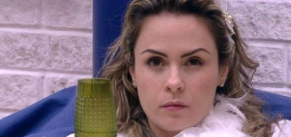 Ana Paula avisa: 'Da minha vida cuido eu'