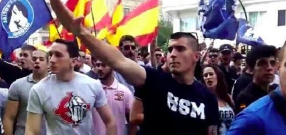 Asistentes de la manifestación neonazi de Hogar Social Madrid
