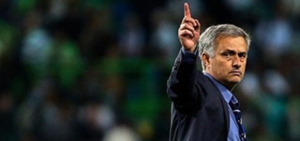 Mourinho disputando un partido como entrenador