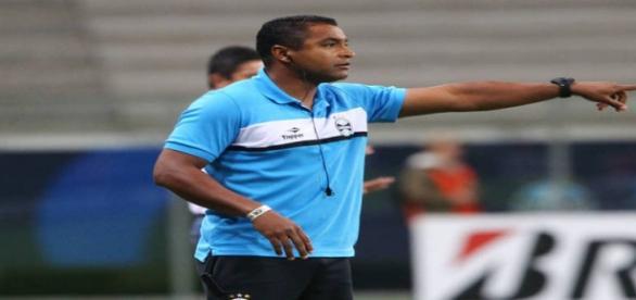 Roger Machado segue como técnico do Grêmio