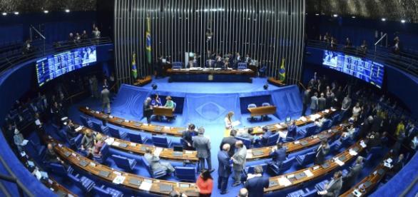 Senado aprova lei que criminaliza estupro coletivo